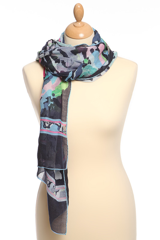 Палантин LeonardПалантин<br><br>brand_id: 1490<br>category_str_var: Aksessuary-zhenskie-palantiny<br>category_url: Aksessuary/zhenskie/palantiny<br>is_new: 0<br>param_1: None<br>param_2: None<br>season_autumn: 1<br>season_spring: 1<br>season_summer: 0<br>season_winter: 0<br>Возраст: Взрослый<br>Пол: Женский<br>Стиль: None<br>Тэг: None<br>Цвет: Мультицвет<br>custom_param_1: None<br>custom_param_2: None