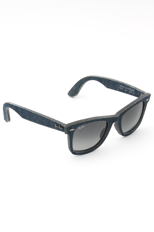 Очки солнцезащитные Ray-BanОчки солнцезащитные<br><br>brand_id: 1239<br>category_str_var: Aksessuary-ochki-i-linzy-ochki-zhenskie<br>category_url: Aksessuary/ochki-i-linzy/ochki-zhenskie<br>is_new: 0<br>param_1: None<br>param_2: None<br>season_autumn: 0<br>season_spring: 0<br>season_summer: 0<br>season_winter: 0<br>Возраст: Взрослый<br>Пол: Женский<br>Стиль: None<br>Тэг: Очки вайфареры<br>Цвет: None<br>custom_param_1: None<br>custom_param_2: None