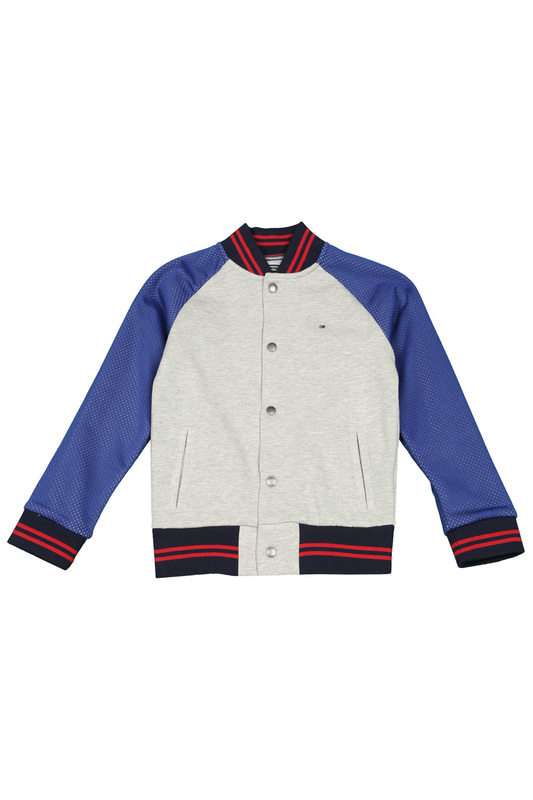 Толстовка Tommy HilfigerТолстовка<br><br>Размер INT: 12<br>Размер RU: 152<br>brand_id: 38<br>category_str_var: Odezhda-odezhda-dlja-malchikov-tolstovki<br>category_url: Odezhda/odezhda-dlja-malchikov/tolstovki<br>is_new: 0<br>param_1: None<br>param_2: None<br>season_autumn: 1<br>season_spring: 1<br>season_summer: 0<br>season_winter: 0<br>Возраст: Детский<br>Пол: Мужской<br>Стиль: None<br>Тэг: None<br>Цвет: Серый<br>custom_param_1: None<br>custom_param_2: None