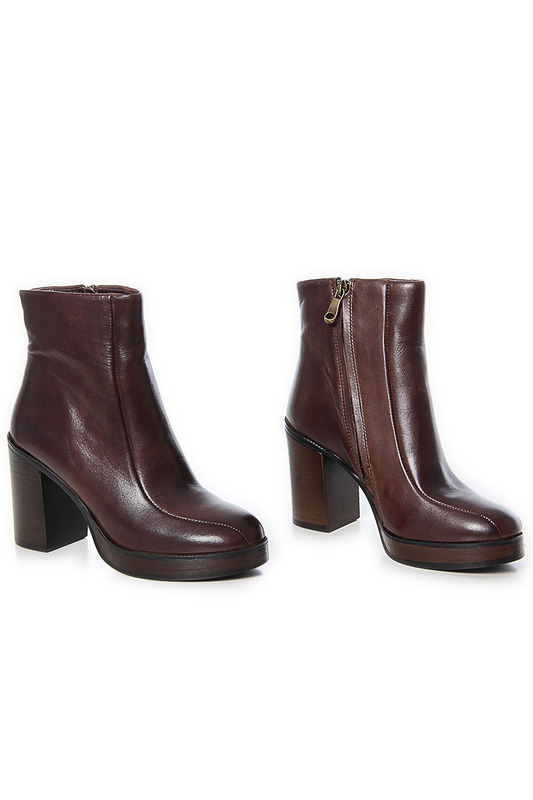 Ankle boots GUSTO Ботильоны на танкетке (платформе) ankle boots roobins ботильоны на танкетке платформе