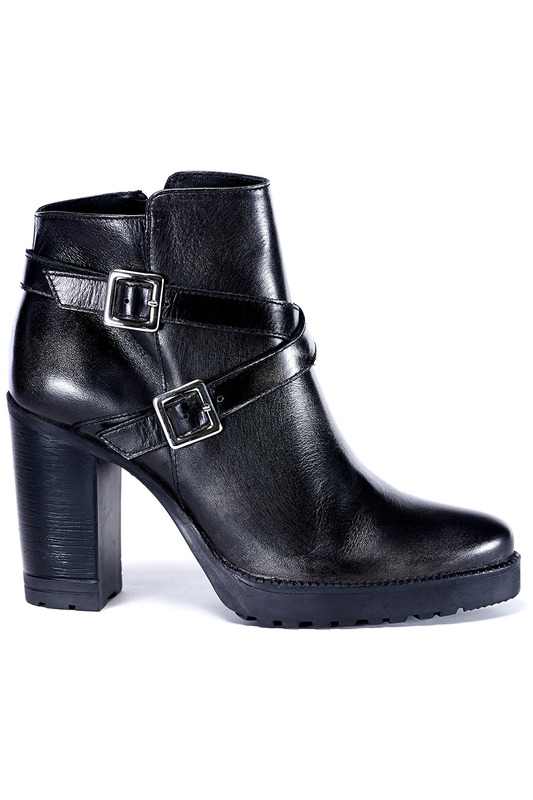 ANKLE BOOTS UMA Ботильоны на танкетке (платформе) ankle boots roberto botella ankle boots