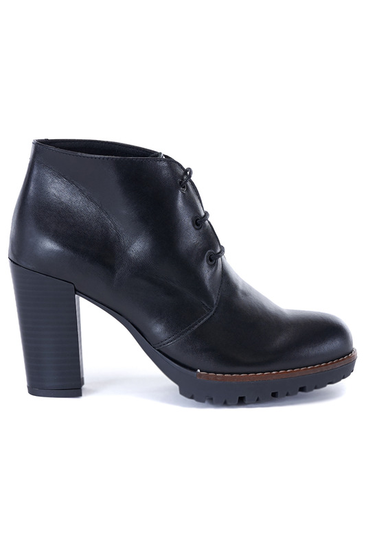 ANKLE BOOTS UMA Ботильоны на тракторной подошве ankle boots roberto botella ankle boots