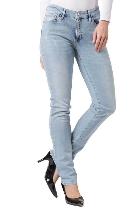 Джинсы CROSS JEANSДжинсы<br><br>Размер INT: 27-30<br>Размер RU: 42-44<br>brand_id: 41642<br>category_str_var: Odezhda-zhenskaia-dzhinsy<br>category_url: Odezhda/zhenskaia/dzhinsy<br>is_new: 0<br>param_1: None<br>param_2: None<br>season_autumn: 0<br>season_spring: 0<br>season_summer: 0<br>season_winter: 0<br>Возраст: Взрослый<br>Пол: Женский<br>Стиль: None<br>Тэг: None<br>Цвет: Light blue<br>custom_param_1: None<br>custom_param_2: None