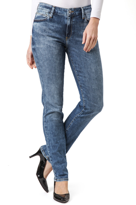 Джинсы CROSS JEANSДжинсы<br><br>Размер INT: 28-32<br>Размер RU: 42<br>brand_id: 41642<br>category_str_var: Odezhda-zhenskaia-dzhinsy<br>category_url: Odezhda/zhenskaia/dzhinsy<br>is_new: 0<br>param_1: None<br>param_2: None<br>season_autumn: 0<br>season_spring: 0<br>season_summer: 0<br>season_winter: 0<br>Возраст: Взрослый<br>Пол: Женский<br>Стиль: None<br>Тэг: None<br>Цвет: Blue<br>custom_param_1: None<br>custom_param_2: None