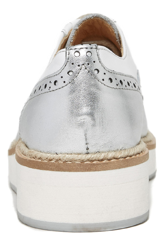 Фото 6 - boots British passport цвет white and silver